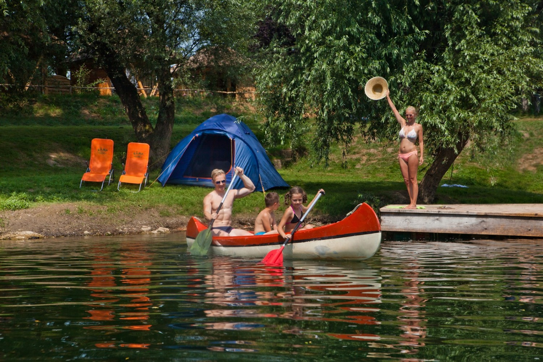 Raziskovanje reke Kolpe s kanujem. Naš partnerski kamp, Kamp Podzemelj. Vir: Jošt Gantar.