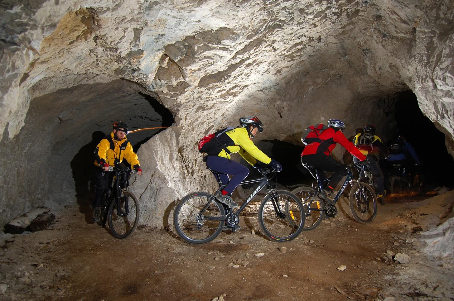 Kolesarjenje po podzemlju Pece. Vir: Tomo Jeseničnik