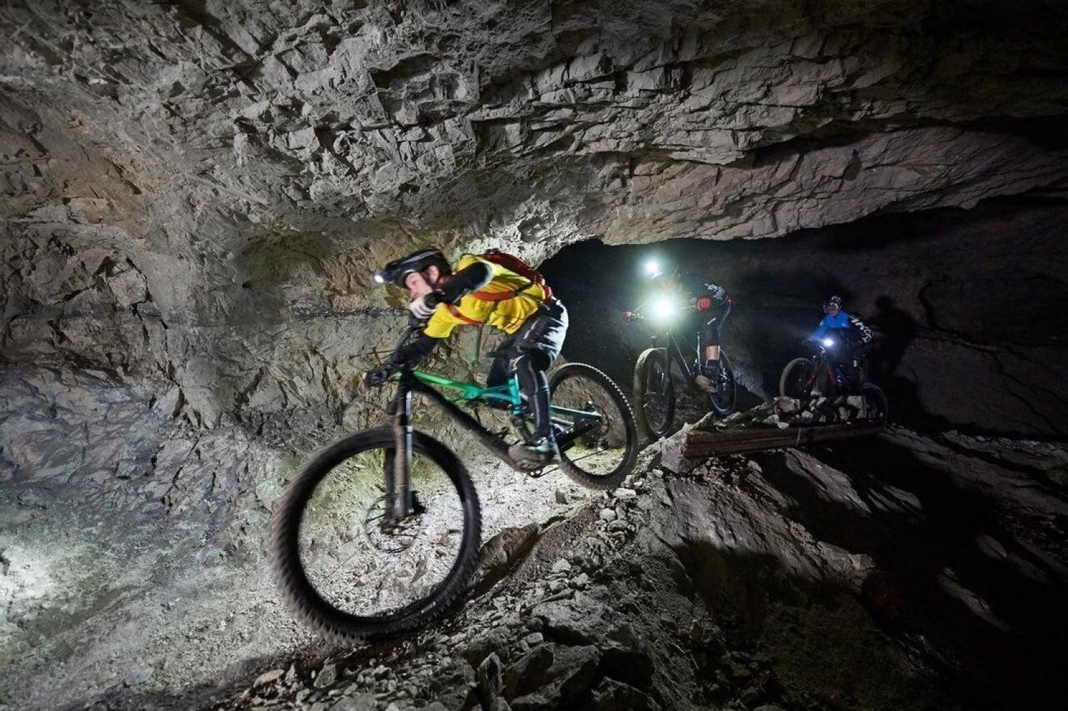 </span>Adrenalinska avantura s kolesi v podzemlju Pece.